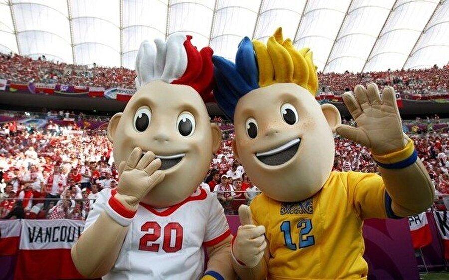 Slavek ve Slavko 2012 Avrupa Şampiyonası Polonya ve Ukrayna'da yapıldı. İki ayrı ülkenin ortaklaşa düzenlediği organizasyonun maskotları ise Slavek ve Slavko isimlerindeydi. Turnuvada mutlu sona İspanya ulaştı.