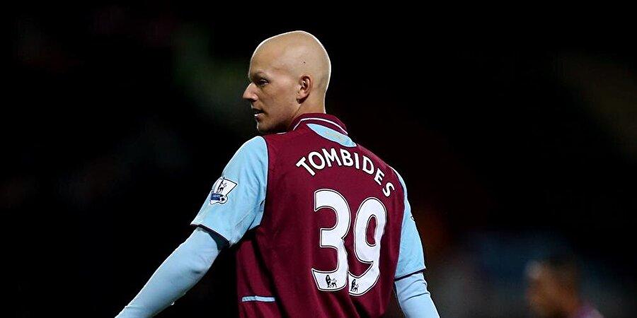 """Dylan Tombides                                      West Ham United'ın 20 yaşındaki futbolcusu Dylan Tombides 18 Nisan 2014'te vefat etti. 2011'de testis kanseri olduğu belirlenen Tombides, tedavi sürecinin ardından 2012'de sahalara döndü. 25 Eylül 2012'de West Ham United'ın Lig Kupası 3. Tur maçında Wigan Athletic""""e 4-1 mağlup olduğu maçta forma giyen Avustralyalı futbolcu birkaç ay sonra yaşamını yitirdi. İngiliz kulübü, genç oyuncusunun formasını ise müzeye kaldırdı."""