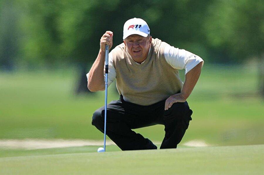 Billy Mayfair                                      Amerikalı golfçü Billy Mayfair'e testis kanseri teşhisi 2006'da konuldu. Üç ameliyat geçiren Mayfair, bir yıl içinde sağlığına kavuştu.