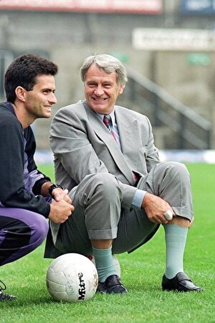1992'de Sporting Lizbon'da Mourinho'nun hayatı 1992'de değişti. İngiliz teknik adam Boby Robson, Sporting Lizbon'un başına getiriliğinde yanına futboldan anlayan bir tercüman gerekli oldu. Akla gelen ilk isimse 29 yaşındaki Jose Mourinho'ydu…