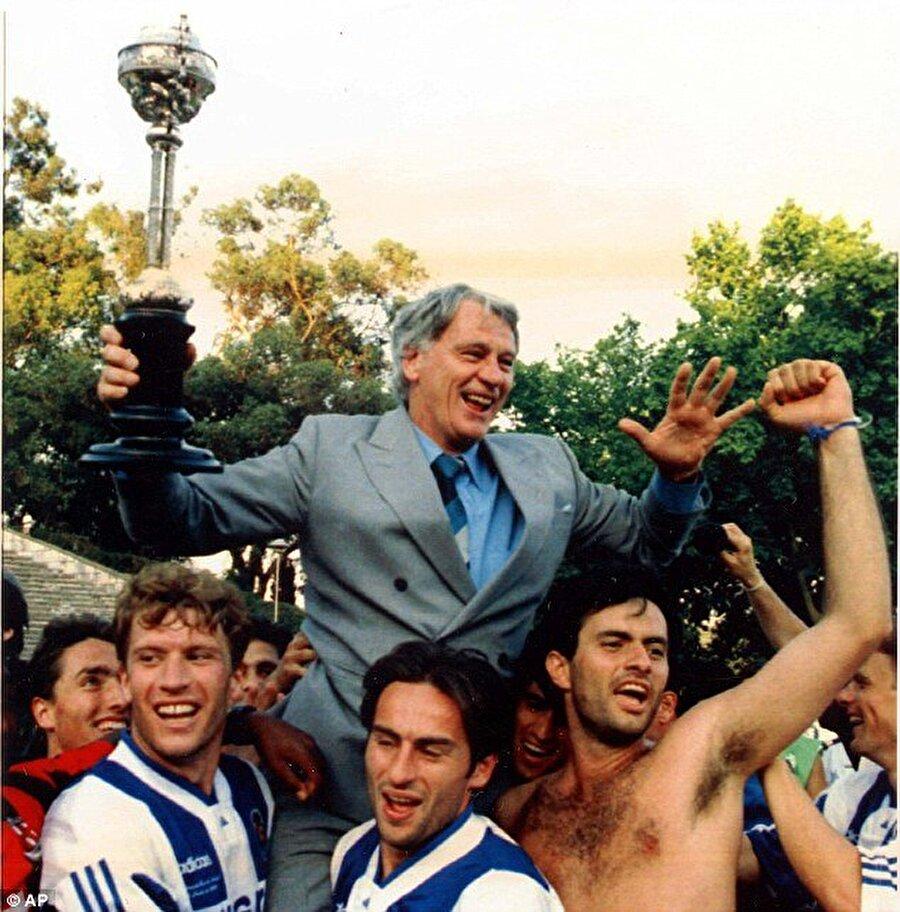 Yardımcı antrenör oldu Robson, futbol zekasına hayran kaldığı Mourinho'yu tercümanlığından yardımcılığına getirdi.
