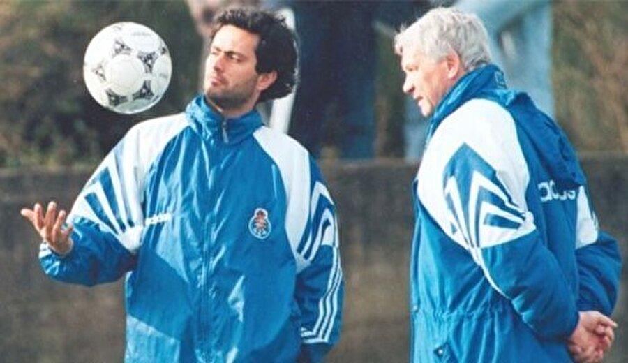 Mourinho'dan vazgeçmedi 1993 yılında ise Robson, Porto'nun yolunu tuttu. Elbette deneyimli teknik adam Mourinho'dan vazgeçmedi.