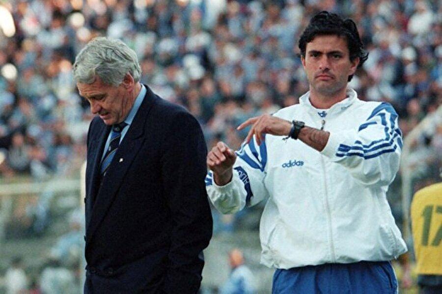 Dikkat çekmeye başladı 1993-1996 yılları arasında Porto'da önemli başarılara imza atan ekibin arasında yer alan Mourinho, gün geçtikçe dikkat çekmeye başladı.