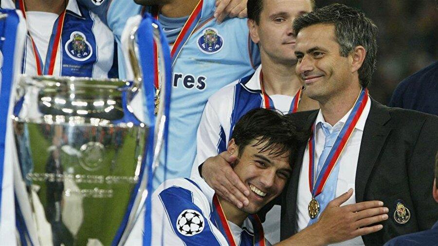 Devler Ligi şampiyonluğu 2003-2004 sezonunda Porto hem Portekiz Ligi şampiyonluğu hem de Şampiyonlar Ligi şampiyonluğuna uzandı.