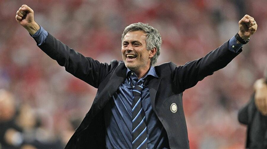 Inter kariyeri başladı 2008'de bu kez Mourinho, İtalyan ekibi Inter'le anlaştı. 2008-2010 yıllarında Inter'i çalıştıran Mourinho, 5 kupa kazandı. Portekizli teknik adamın çalıştırdığı Inter bu sürede UEFA Şampiyonlar Ligi (2010), İtalya Serie A (2009, 2010), İtalya Kupası (2010) ve İtalya Supercoppa (2008) zaferleri yaşadı.
