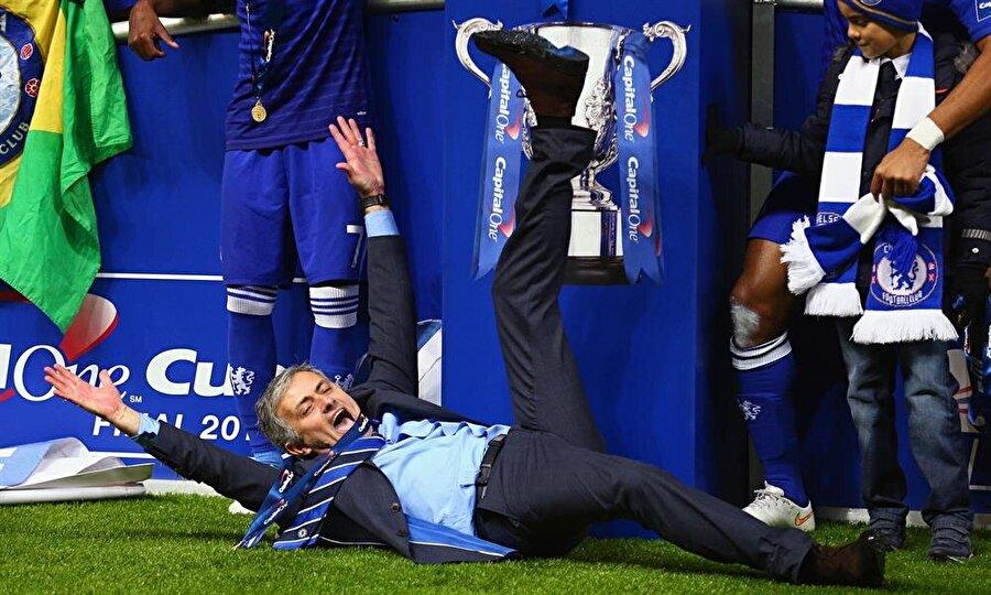 Bir şampiyonluk daha geldi Chelsea'deki ikinci döneminde Mourinho yine adından sıkça söz ettirdi. 2015 yılında Maviler, Premier Lig şampiyonluğuna ulaştı.