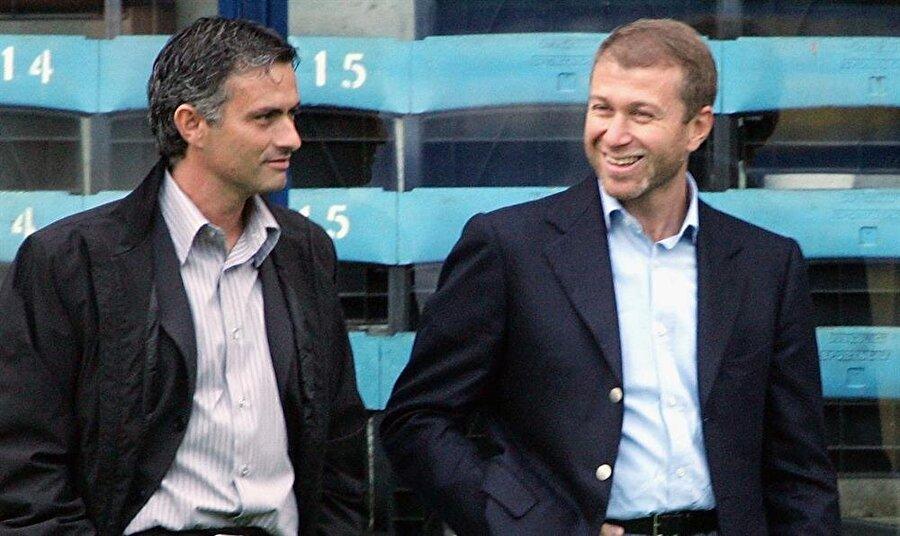 Leicester sonu oldu 14 Aralık 2015'de Chelsea, Leicester City'ye 2-1 mağlup olunca bütün gözler Mourinho'ya çevrildi. 16 haftada 9 mağlubiyet alan Chelsea'nin Rus patronu Roman Abramoviç, 17 Aralık 2015'te Portekizlinin görevine son verdi.