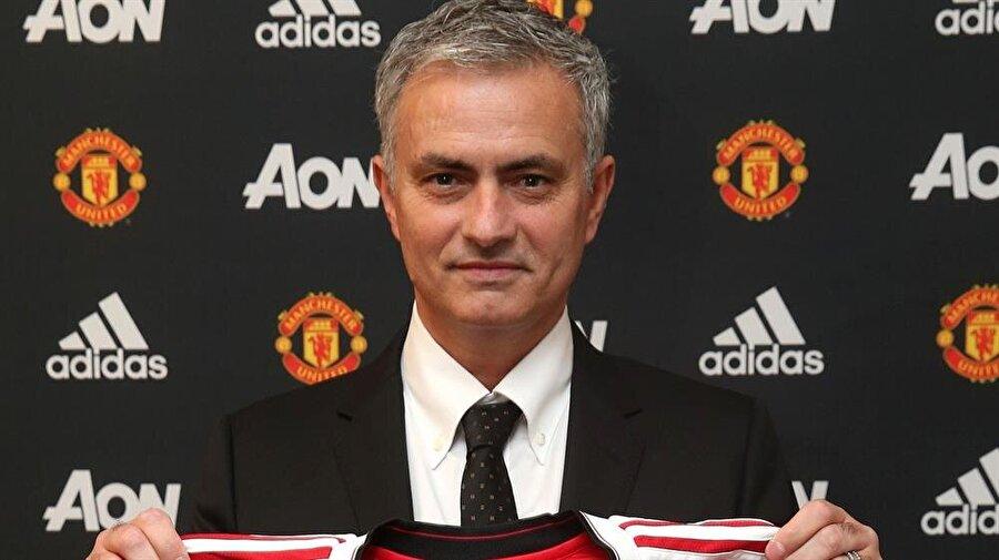 Manchester United dönemi başladı Manchester United, Alex Ferguson'un emeklilik kararının ardından David Moyes ve Louis van Gaal ile başarılı olmaya çalıştı. Ancak iki teknik adamda beklenenin çok altında kaldı. Ada ekibi, 27 Mayıs 2016'da Jose Mourinho ile anlaştığını duyurdu.
