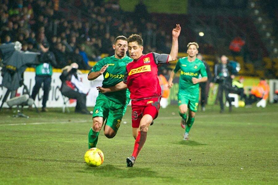 Futbola 2001'de başladı Futbola 2001 yılında Brønshøj Boldklub kulübünün altyapısında başlayan Emre, 2006'da Lyngby BK'nın yolunu tuttu.
