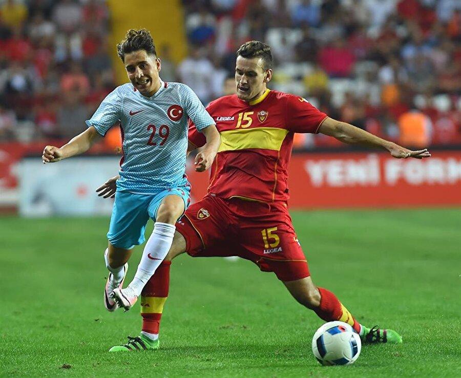 A Milli Takım forması giydi A Milli Takımın, 29 Mayıs 2016'da Antalya Arena'da Karadağ ile oynadığı maçta Emre Mor forma şansı buldu.