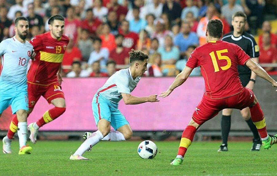 Aday kadroya çağırıldı EURO 2016 öncesi kampa giren A Milli Takım'ın 31 kişilik kadrosuna Emre Mor da davet edildi.