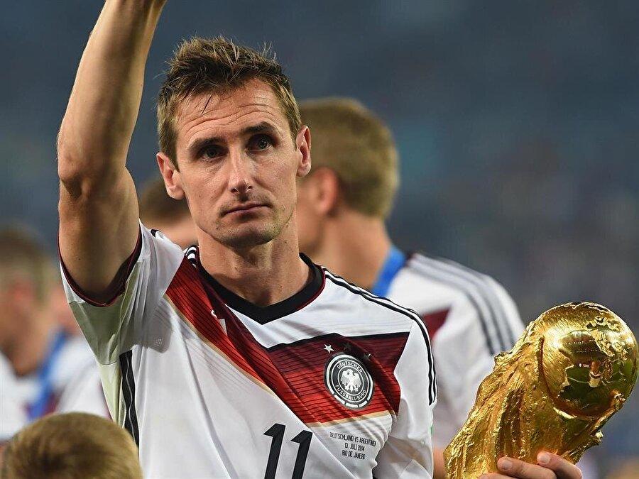 Zirvenin sahibi Klose Dünya Kupası tarihinin en golcü ismi ise 16 gollü bulunan Miroslav Klose.