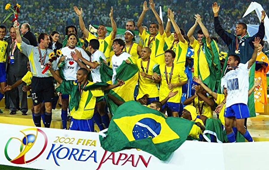 En başarılı takım Brezilya Dünya Kupası'nın en başarılı takımı beş kez şampiyon olan Brezilya. Son şampiyon ise Almanya.