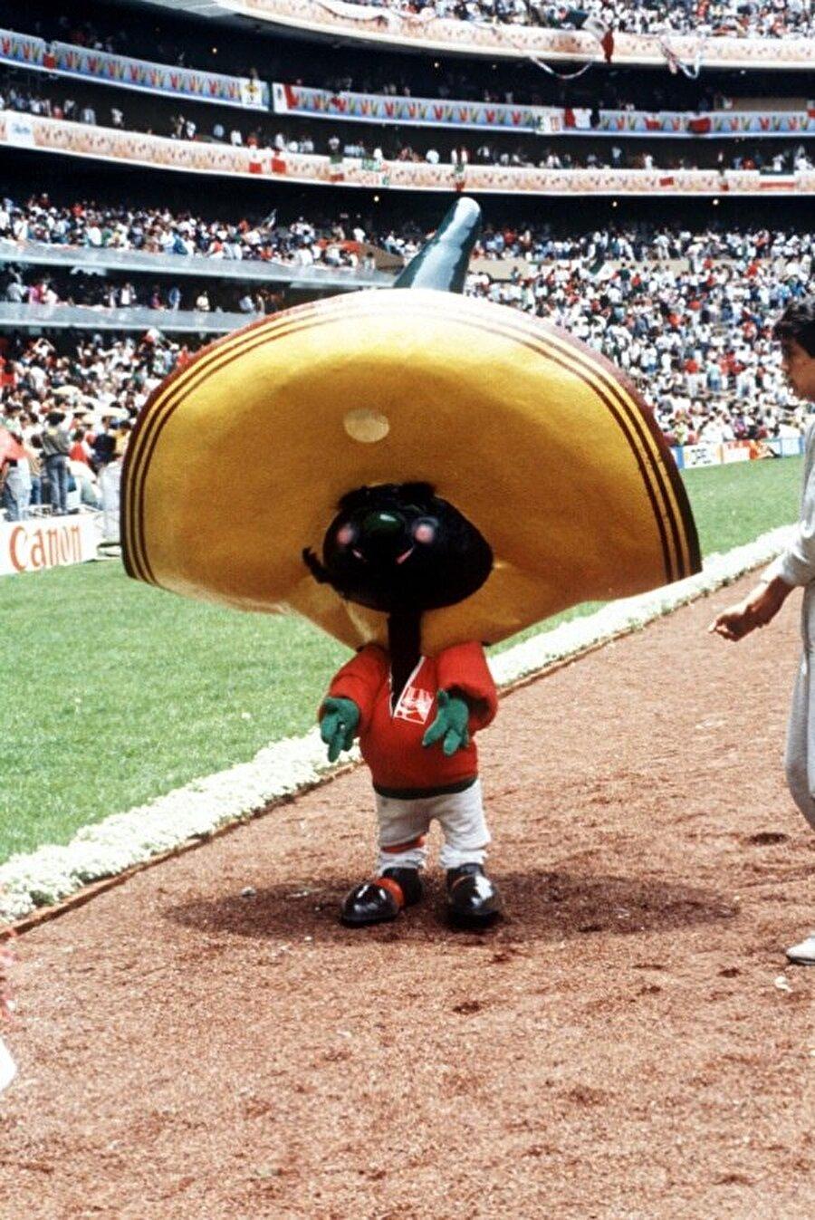 Meksika- Pique 1986 Dünya Kupası, Meksika'nın 16 yıl aradan sonda düzenlediği önemli bir organizasyon. Meksikalı yöneticiler bu kez maskot olarak dev bir biber kullanmayı tercih etti. Pique isimli maskot, ülkesine pek de uğurlu gelmedi. Şampiyonluğu Arjantin kazanırken, Meksika çeyrek finalde turnuvaya veda etti. Öte yandan bu şampiyonada 'Meksika dalgası' ortaya çıktı.