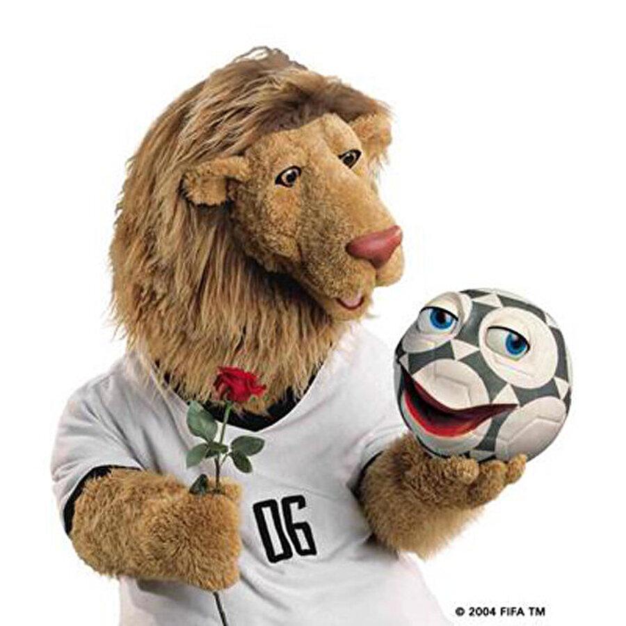 Almanya-Goleo VI Dünya Kupası'na 2006'da Almanya ev sahipliği yaptı. Turnuvanın maskotu Almanya forması giyen ve elinde Pille isimli topu tutan Goleo VI isimli aslandı. Şampiyonluğa ise İtalya ulaşmıştı.