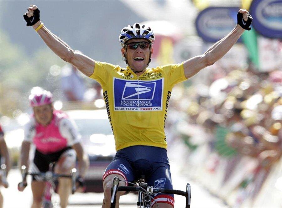 Lance Armstrong                                                                                                                1999-2005 yılları arasında 7 kez Fransa Bisiklet Turu'nu kazanan Lance Armstrong'un dopingli çıkması herkesi derinden etkiledi. Çünkü ünlü sporcu uzun bir süre kanserle mücadele etti ve yüzde 40 yaşama şansı verilen Armstrong hayata sıkı sıkı tutundu. Bir vakıf kuran Armstrong, tüm dünyada sarı bileklikleri satışa sundu ve kanser hastalarına destek olmaya çalıştı. 2005 yılında hakkında doping iddiaları çıkan Armstrong, 2006 yılında aklandı. 24 Ağustos 2012'de ABD Anti-Doping Ajansı, Armstrong'un 1998'den bu yana elde ettiği tüm başarıları geri aldı. Avustralya Olimpiyat Komitesi de Armstrong'tan 2000 Yaz Olimpiyatları'nda kazandığı bronz madalyayı iade etmesini istemişti. 16 Ocak 2013'te ise talk şovcu Oprah Winfrey'ın programında Armstrong, doping yaptığını itiraf etti.