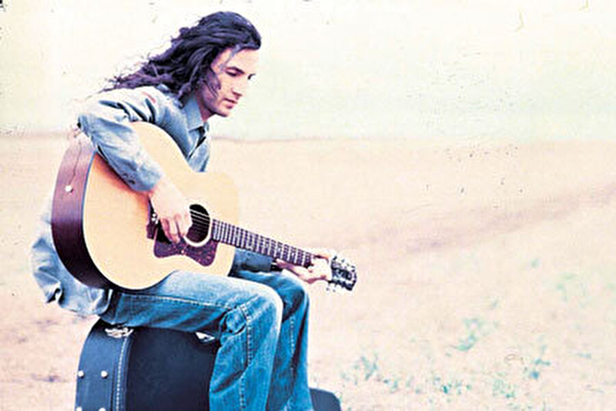 1997 yılında Ercan Saatçi ile ilk albüm çalışmalarına başladı ve kısa sürede Stop Productions'tan çıkmış ilk albümünü dinleyicilerine sundu. Albümdeki tüm parçaların söz-müziği ve düzenlemeleri Yavuz Çetin'e aitti.