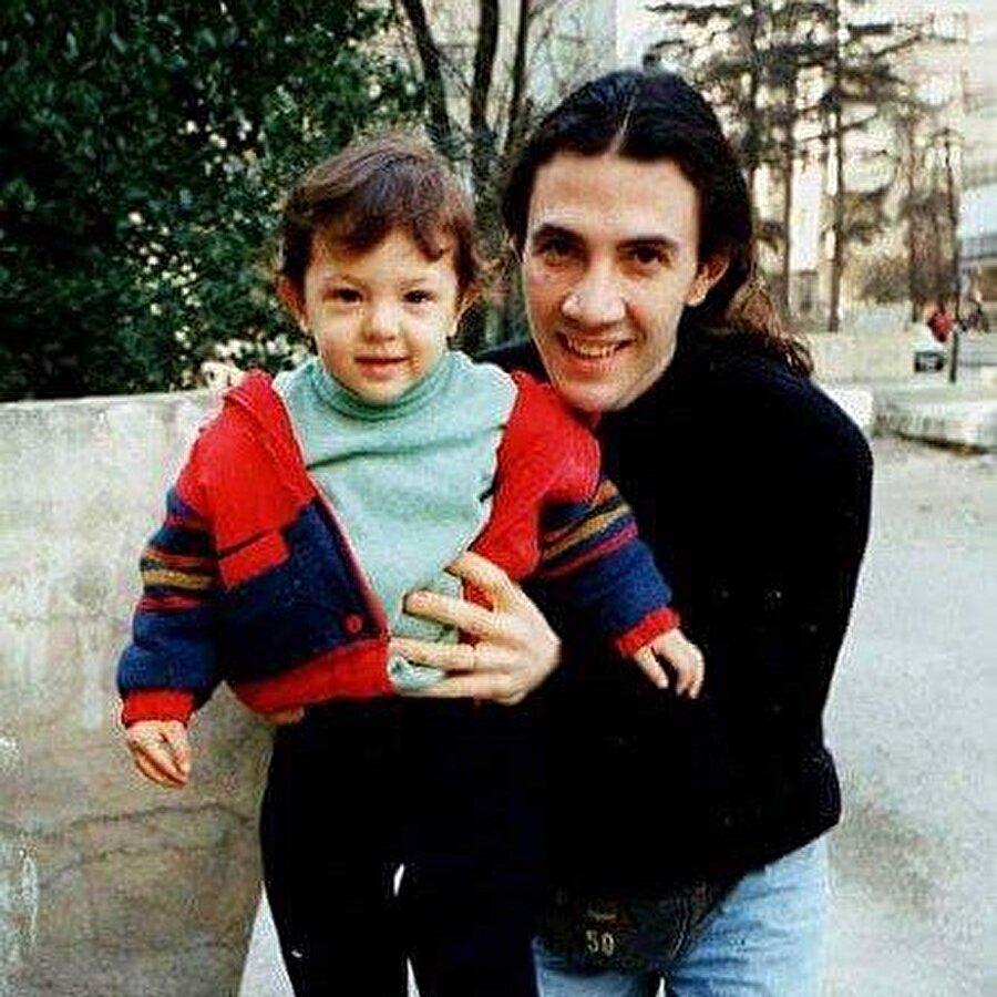 Bu sırada 1990'lı yılların başında oğlu Yavuzcan Çetin dünyaya geldi.