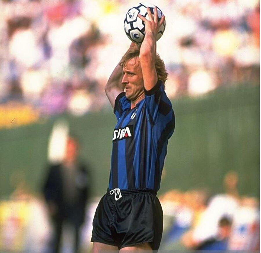 Andreas Brehme                                      Alman eski futbolcu Andreas Brehme, attığı uzun taç atışlarıyla tanınıyordu. Andy lakaplı futbolcu, 1990 Dünya Kupası finalinde Arjantin'e attığı penaltı golüyle takımına şampiyonluğu getirmişti.