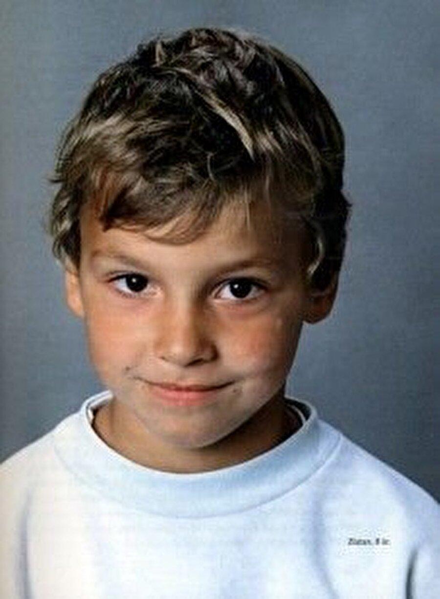 1981 yılında doğdu                                                                           İbrahimovic, 3 Ekim 1981'de İsveç'in Malmö kentindeki Rosengard İlçesi'nde dünyaya geldi.