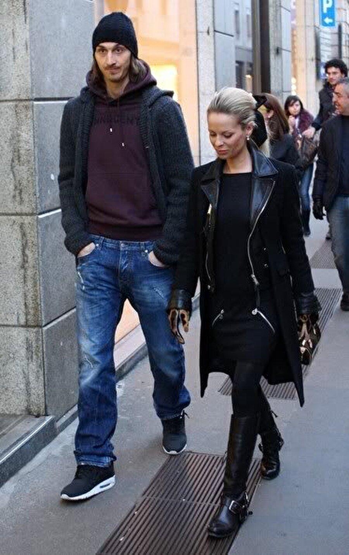Büyük aşk                                                                           İbrahimovic, 2005 yılında Juventus'ta forma giydiği dönemde, İsveçli manken Helena ile tanıştı ve aşık oldu.