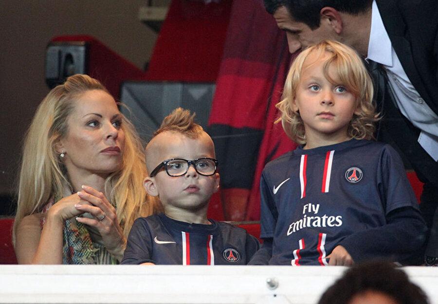 İki çocukları var                                                                           Çiftin Maxilimilian Ibrahimovic ve Vincent Ibrahimovic isimli iki çocukları var.