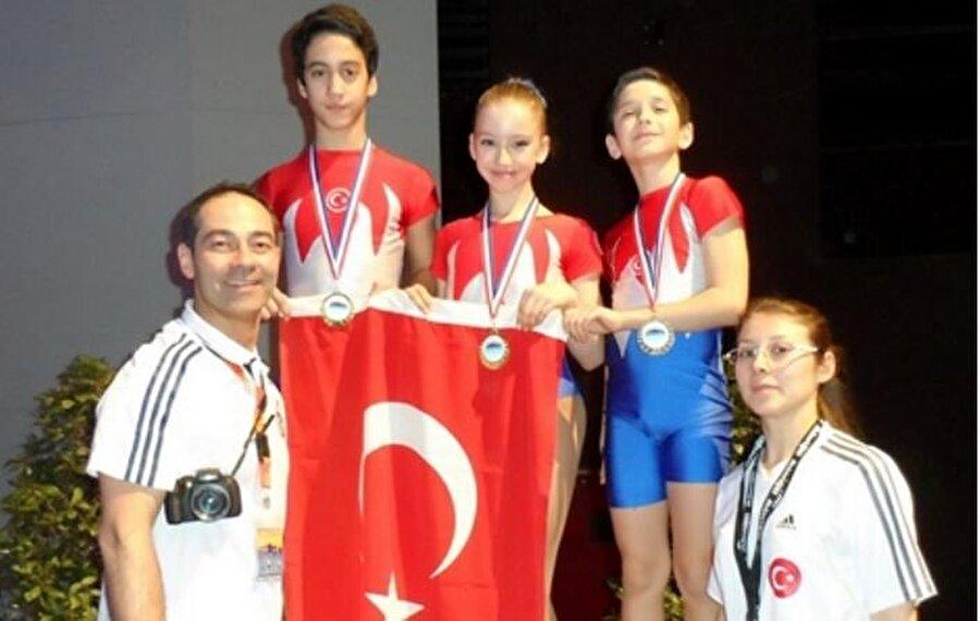Önce bale sonra jimnastik 2001 yılında Manisa Akhisar'da dünyaya gelen Ayşe Begüm Onbaşı, 5 yaşında baleye başladı.