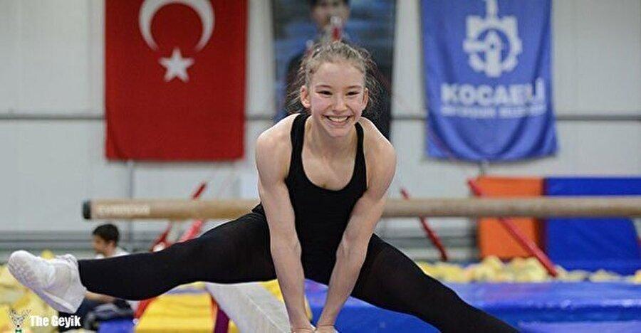 Öğretmeni etkili oldu Öğretmenlerinin yönlendirmesiyle Ayşe, jimnastik branşına geçti.