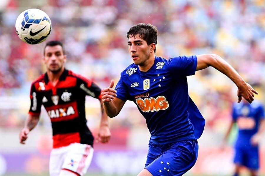 Beğeni toplamaya başladı                                      26 Nisan 2012'de ise genç futbolcu Cruzeiro'ya geri döndü. Silva, Cruzeiro'da sergilediği performansla göz doldurmaya başladı. Sambacı 2012-2013 sezonunda çıktığı 23 maçta 2 de gol attı.