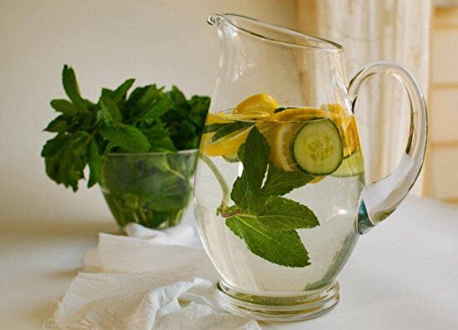 Salatalık çayı                                                                                                                                                                                                                               Tüm malzemeleri 1 gece önceden 1 litre su içinde bekletin ve sabah ve akşam aç karına 1 su bardağı için. Bu harika lezzet hem sindirim sisteminizi düzene sokacak hem sağlıkla zayıflamanızı sağlayacak.