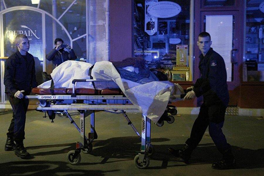 2015 Paris saldırıları 13 Kasım 2015'de Paris'te birden fazla yerde silahlı ve bombalı saldırılar meydana geldi. Yaşanan bu terör olayında 132 kişi yaşamını yitirdi.