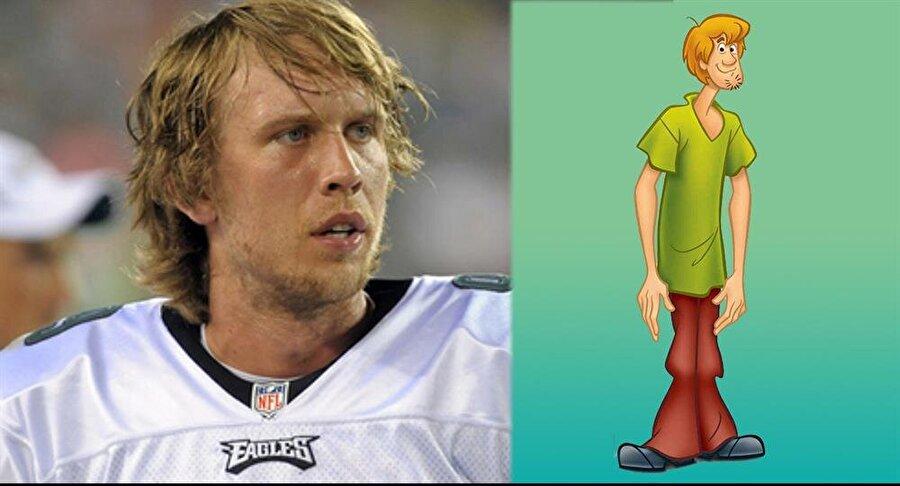 Nick Foles/ Shaggy                                      Philadelphia Eagles takımının formasını giyen Amerikan futbolu oyuncusu Nick Foles'i görenlerin aklına sanırız ilk önce Scooby-Doo'nun efsane karakteri Shaggy geliyordur.