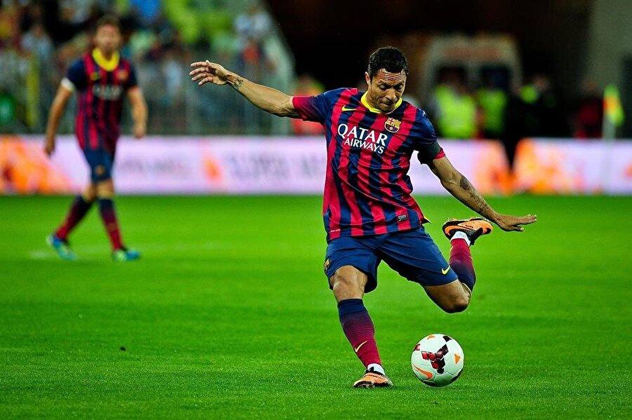 Barcelona'ya adım attı                                      Sevilla forması ile adından sıkça söz ettiren Adriano, 14 Temmuz 2010'da 20 milyon Euro bonservis bedeliyle Barcelona'ya imza attı.