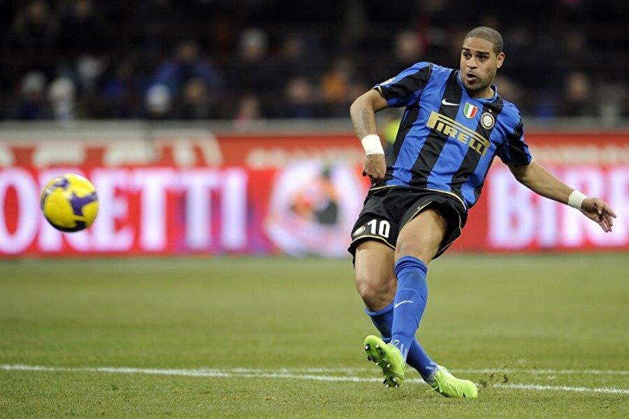 İtalya serüveni başladı Brezilyalı futbolcunun Flamengo'da ortaya koyduğu performans kısa sürede dikkat çekti. İtalya'nın köklü kulüplerinden Inter, Brezilyalı futbolcuyu 2001'de 7 milyon Euro bonservis ödeyerek renklerine bağladı.