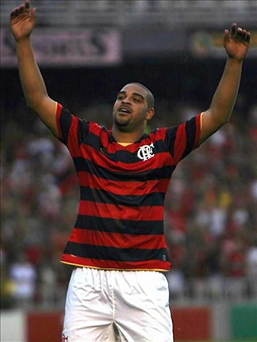 Yuvasına döndü Özel hayatındaki çalkantılar, alkol ve kilo problemlerinin üst seviyelere çıkmasının ardından Inter, Adriano ile yollarını ayırdı. Sambacı, 6 Temmuz 2009'da futbola başladığı Flamengo'ya bonservis bedelsiz olarak transfer oldu.