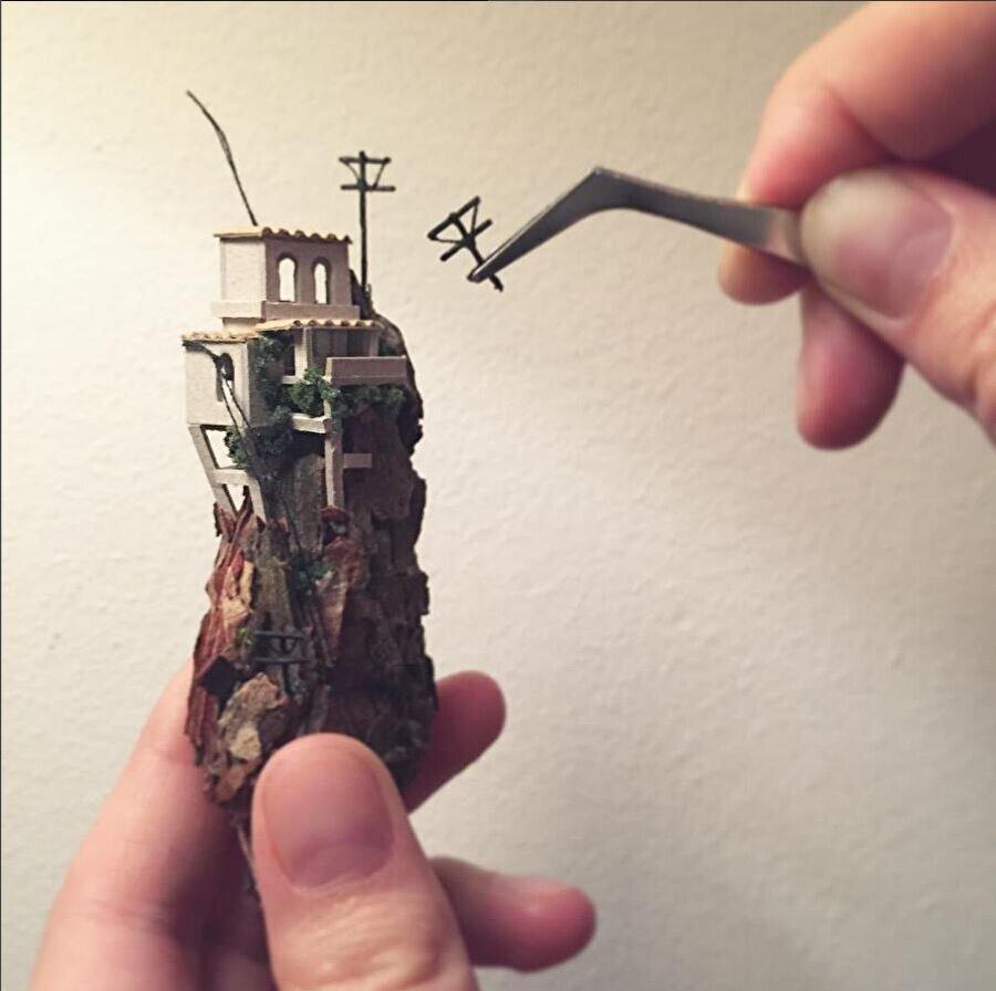 Gerçek bir sanat eseri                                      Elbette Jong tüplere yalnızca materyalleri yerleştirmiyor, ortaya bir sanat çıkartıyor.
