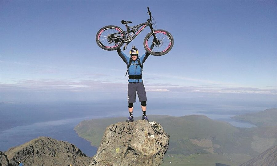 Extrem bisiklet tutkunları Bir de ünlü sporcu Danny MacAskill gibi birçok isim de extrem bisikletle ilgileniyor.