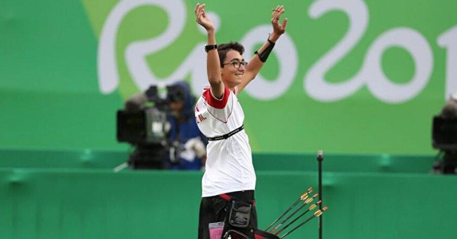 """Babasına söz verid                                                                           Mete'nin henüz 11 yaşındayken babasına """"2016'da Rio'da olacağım. Sen de beni izleyeceksin. Merak etme baba'' dediği belirtildi."""