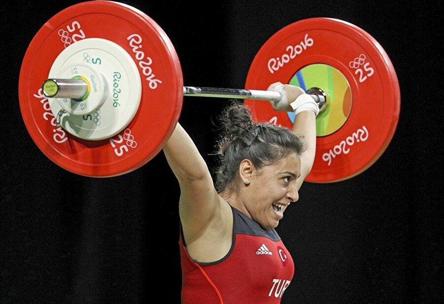 181 kilo kaldırdı                                      Halter kadınlar 63 kiloda B Grubu'nda yer alan Mehtap Kurnaz, toplamda 181 kilo kaldırarak grubunda yedinci oldu. Milli sporcu genel klasmanda ise 13. sırada yer aldı.