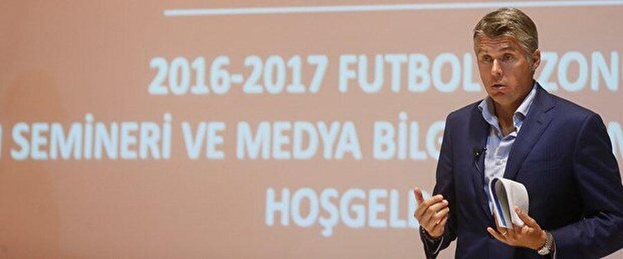 Rosetti kuralları anlattı                                                                           2016-2017 sezonunda uygulanacak yeni futbol kuralları, Süper Lig başlamadan önce tanıtıldı. Merkez Hakem Kurulu (MHK) Danışmanı Roberto Rosetti, Uluslararası Futbol Birliği Kurulu (IFAB) tarafından uygulamaya konulan kurallar hakkında bilgi verdi.