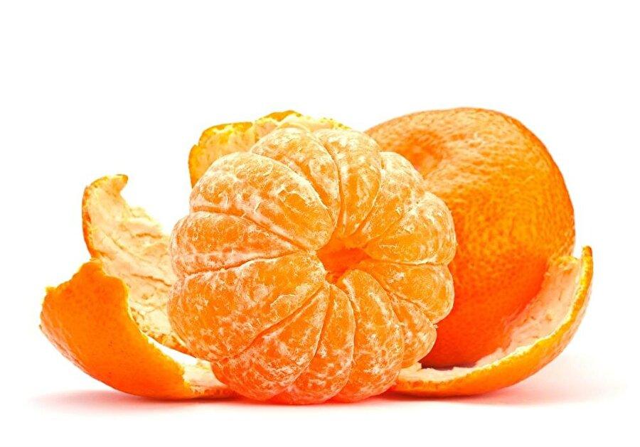 Mandalina kabuğu C vitamini deposu                                                                                                                Vitamin deposu mandalinayı yemeyi sevebilirsiniz; ancak kabuklarını çöpe atma kısmını aklınızdan çıkarın. Sindirim sistemini düzene sokan meyve, birçok kanser hastalığına karşı koruma özelliğine sahip. Evde yaptığınız keklere rendelediğiniz mandalina kabuklarını ekleyebilirsiniz.