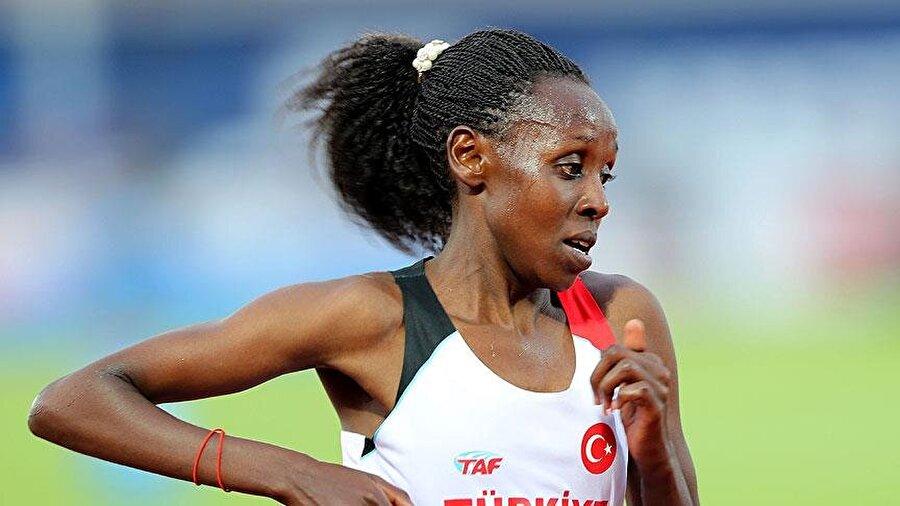 Yasemin Can derecesini geliştirdi                                                                           Kadınlar 10.000 metrede piste çıkan Yasemin Can, 30:26.41'lik derecesiyle 7. oldu. Milli sporcu bu sonuçla 31.12.86'lık derecesini de geliştirdi.