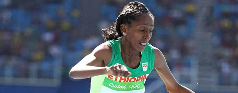 Uzun yıllar unutulmayacak                                                                           Rio Olimpiyatları'nda uzun yıllar unutulmayacak bir olay yaşandı. Kadınlar 3 bin metre engelli branşında gerçekleştirilen yarış sırasında Etiyopyalı atlet Etenesh Diro, şanssız bir an yaşadı.