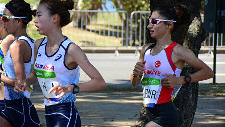 Maratonda arzu edilen olmadı Kadınlar maratonunda sporcularımız arzu edilen sonuçları alamadı. Esma Aydemir 58'inci, Sultan Haydar 111'inci ve Meryem Erdoğan 112'nci sırada yarışı tamamladı.