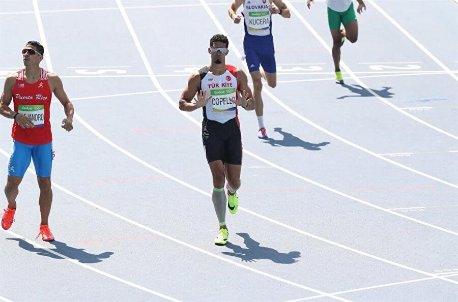 Yasmani Copello Escobar finalde                                      Erkekler 400 metre engelli yarı finaline çıkan Yasmani Copello Escobar, 48.61'lik derecesiyle kendi serisini 3., genel sıralamayı 6. tamamladı. Bu sonuçla ay-yıldızlı sporcu adını finale yazdırdı. Erkekler 400 metre engelli finali, 18 Ağustos Perşembe TSİ 18.00'da yapılacak.
