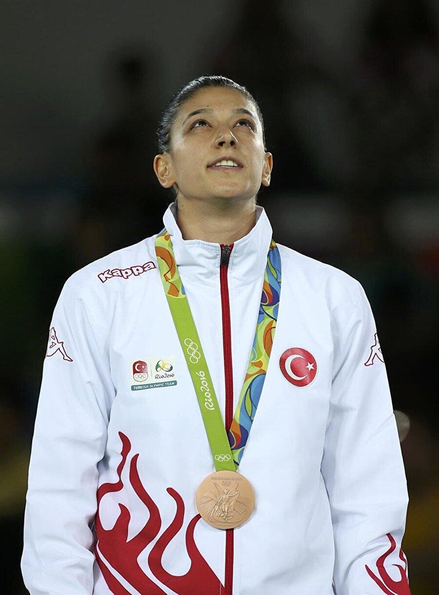 Nur Tatar'dan bronz madalya Tekvando kadınlar 67 kiloda mücadele eden Nur Tatar, Tayvanlı Chia-Chia Chuang ile karşılaştı. Milli sporcu, ilk rauntta 3-0 geriye düştü. Son rauntta etkisini arttıran Nur Tatar karşılaşmayı 7-3 kazandı. Ay-yıldızlı sporcu aldığı sonuçla bronz madalyaya uzandı. Öte yandan Nur Tatar, 2012 Londra Olimpiyatları'nda gümüş madalya kazanmıştı.