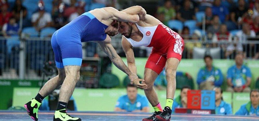 İkinci turda veda etti Erkekler serbest stil 57 kiloda ter döken milli güreşçi Süleyman Atlı, Rumen Ivan Guidea'ya 3-1 mağlup oldu. Bu sonuçla güreşçimiz, ikinci turda Rio'ya veda etti.