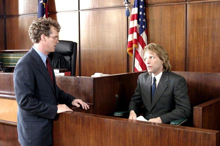 National Lampoon's Pucked (2006) Yönetmen: Arthur Hiller Yazarlar: Matty Simmons, William Dozier Oyuncular: Jon Bon Jovi, Estella Warren, David Faustino