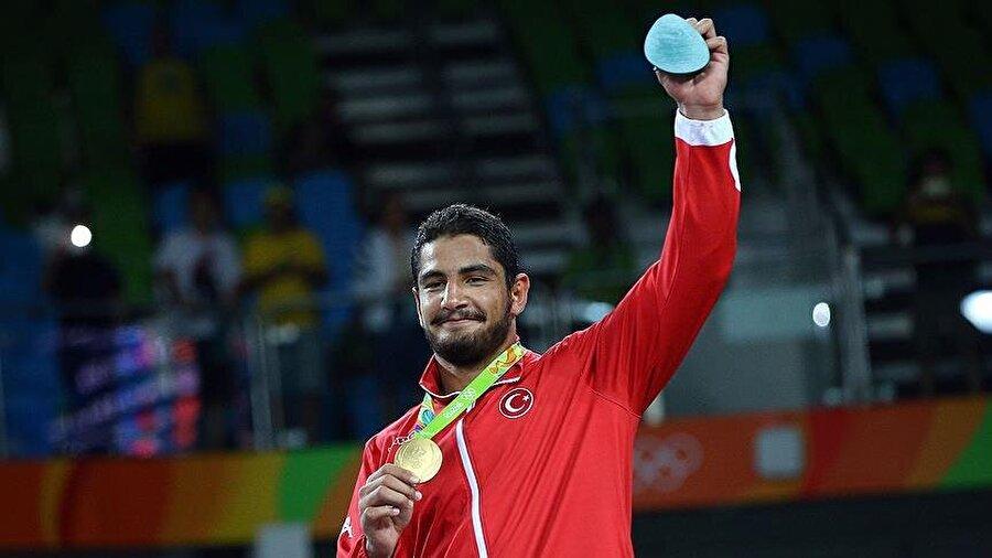 Altının etkisiyle Türkiye, 19 basamak yükseldi Bu arada Taha Akgül'ün altın madalyası, genel sıralamada Türkiye'nin konumunu olumlu yönde etkiledi. Altın madalyadan önce 61.'lik koltuğunda oturan Türkiye, Akgül'ün başarısının ardından 41. sıraya yerleşti.