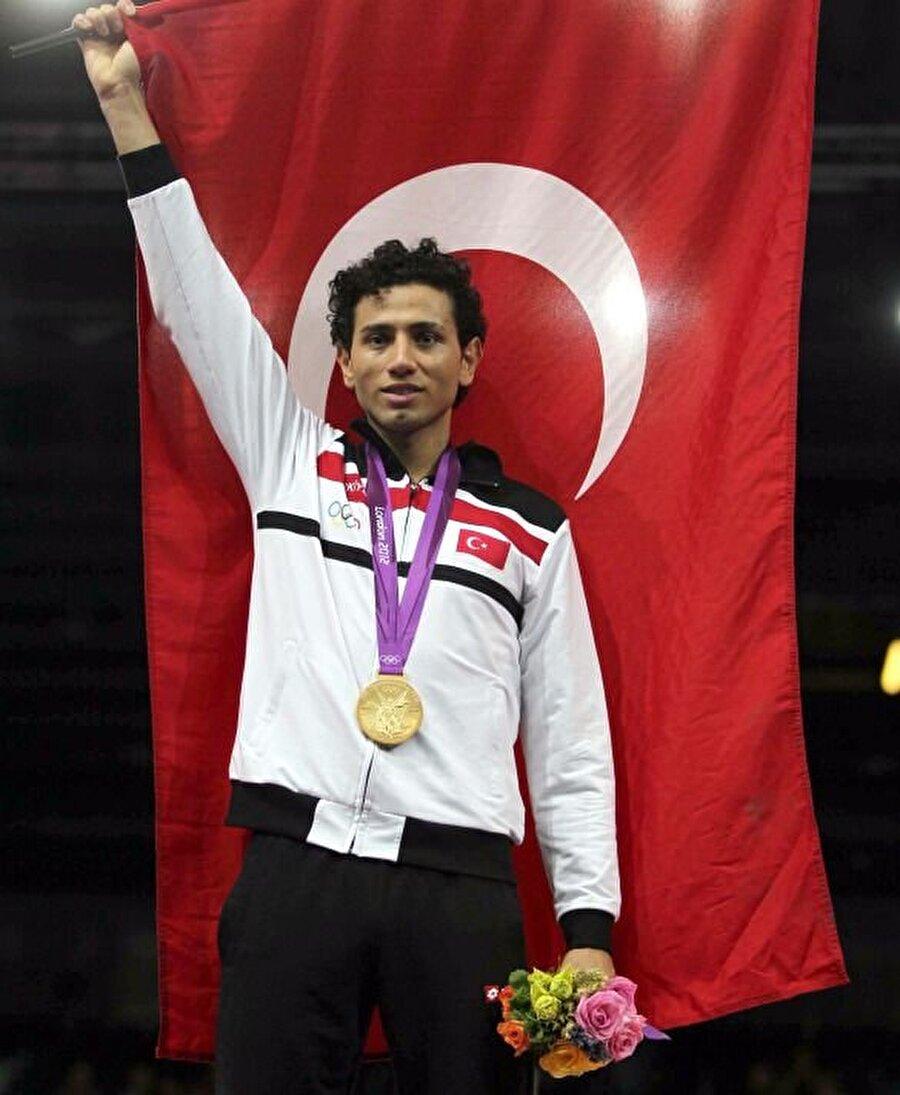 2012'de 4 madalya kazanmıştık Türkiye, 2012 Londra Olimpiyat Oyunları'nda 1 altın, 2 gümüş ve 1 bronz madalya alarak, organizasyonu 40. sırada tamamlamıştı.       (Milli tekvandocu Servet Tazegül, 2012 Londra Olimpiyat Oyunları'nda altın madalya almıştı. Atlet Aslı Çakır Alptekin'in altın, Gamze Bulut'un gümüş madalyası ise sporcuların doping yaptığı ortaya çıkınca geri alınmıştı.)